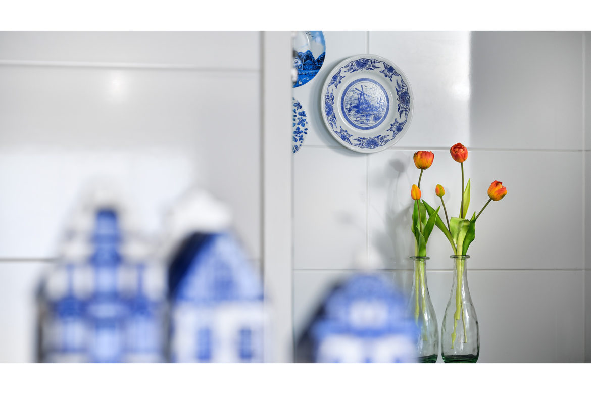 hotel photography | Hotel Vught | Dutch suite | Delftblue | tulips